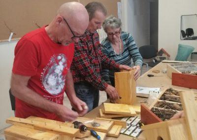 Seniorzy budują budki lęgowe dla ptaków
